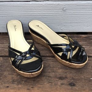 MISS BISOU patent leather wedge heels
